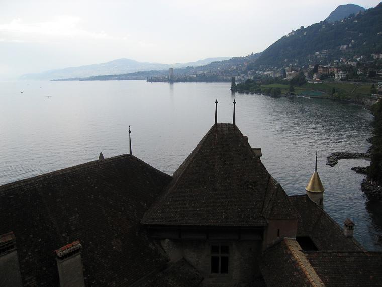Вид из башни Шильонского замка на женевское озеро