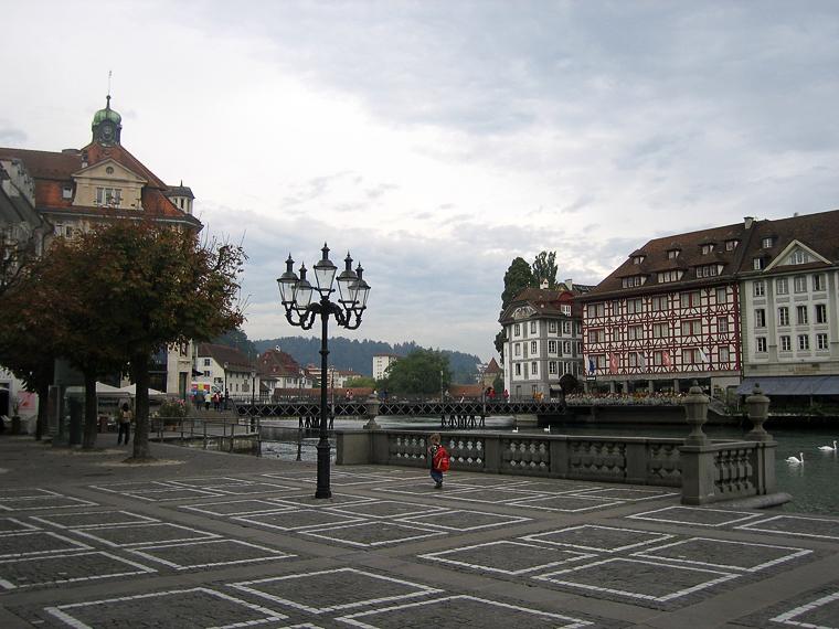 Люцерн. Площадь перед церковью иезуитов