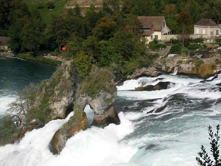 Водопад не реке Рейн