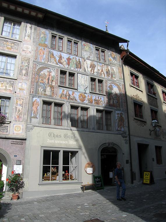 Расписанный и разрисованный дом в Штайн-ам-Райне. Таких домов было много