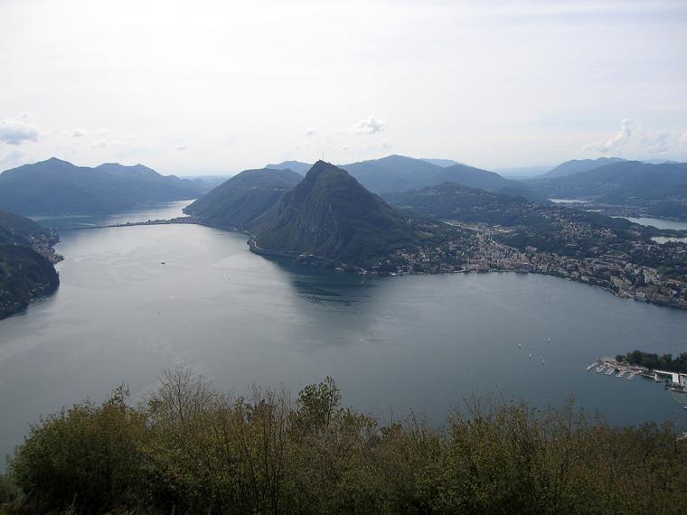 Вид на луганское озеро с горы Монте-Бре