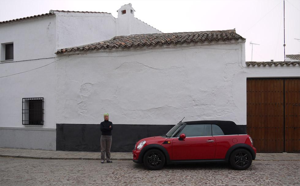 Mini Cooper в испанской деревне