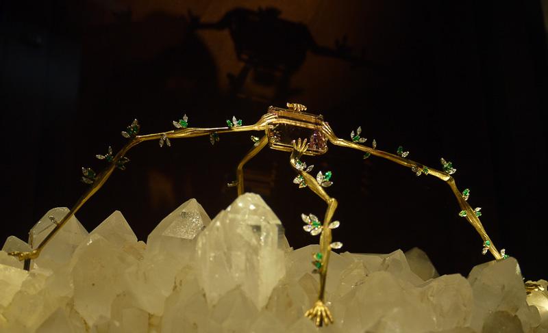 Ювелирное украшение в музее Дали