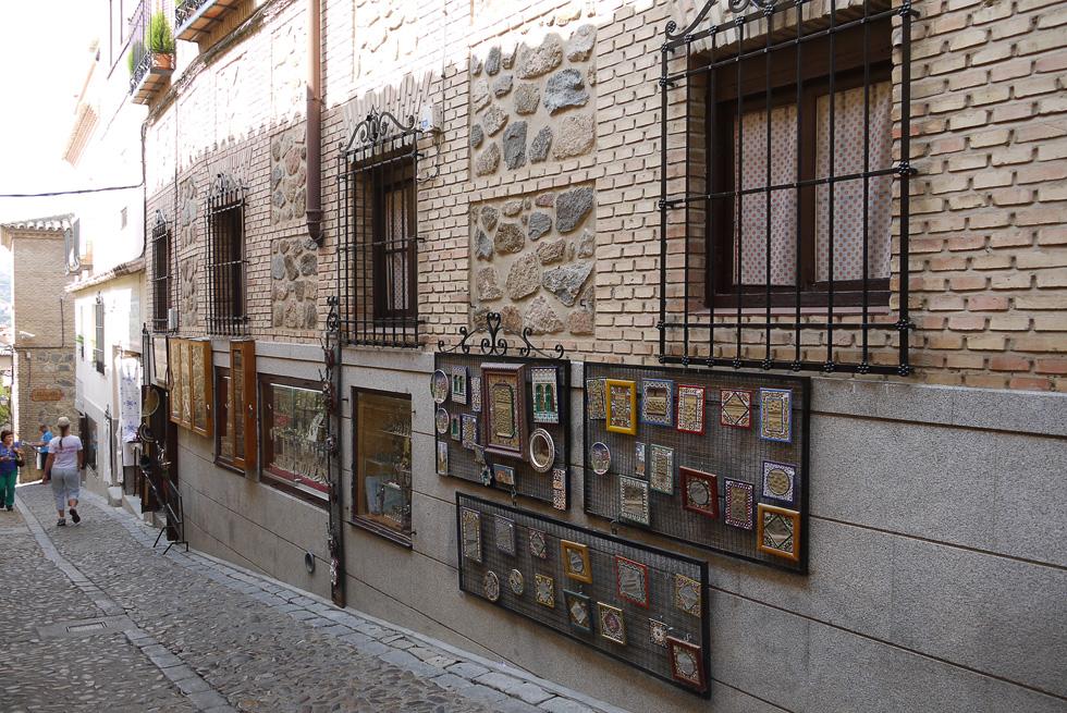 Улица с картинками в Толедо