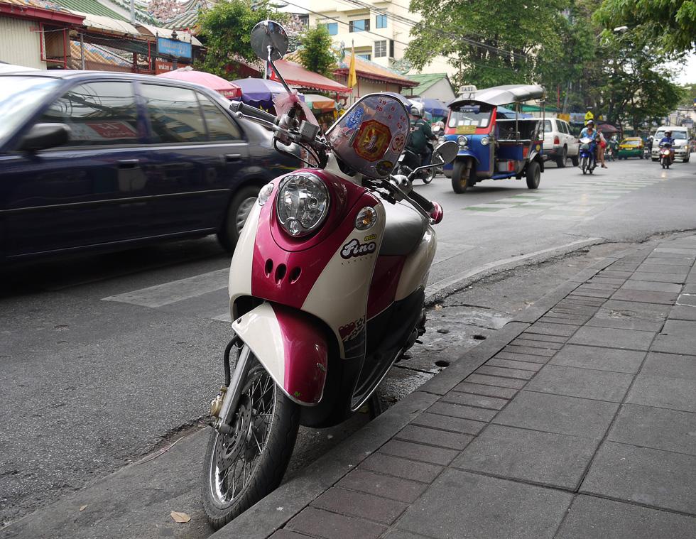 Бангкокский мопед