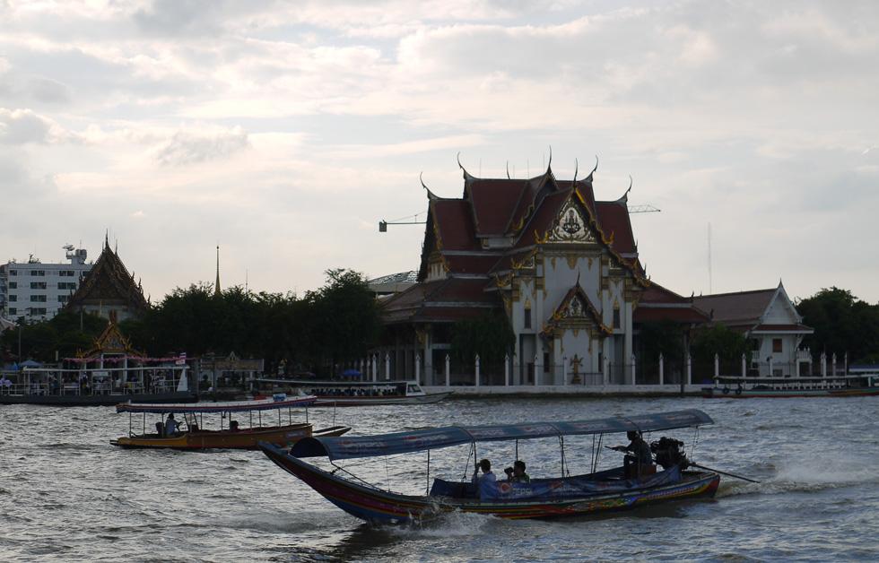 Моторная лодка длиннохвостка в Бангкоке