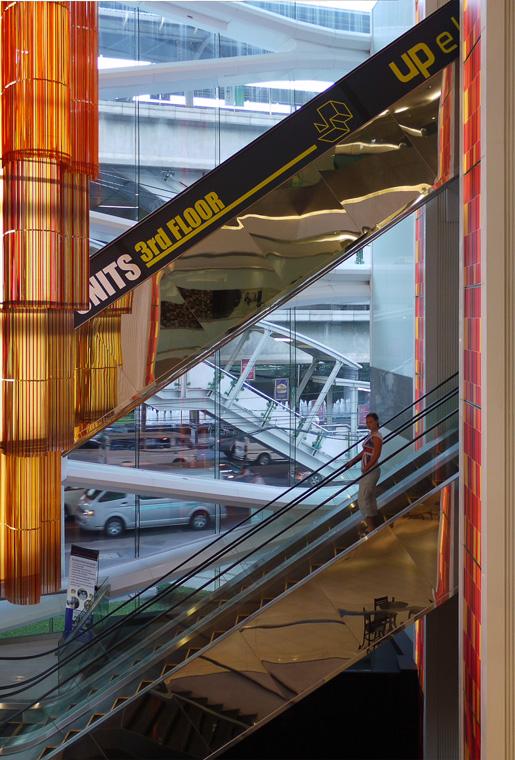 Торговый центр рядом с метро