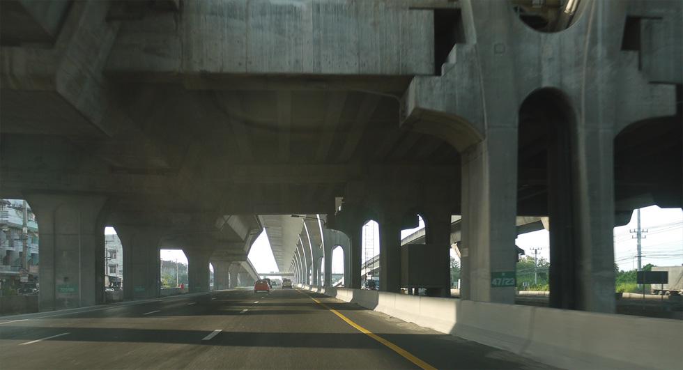 Двухэажная дорога из Патайи в Бангкок
