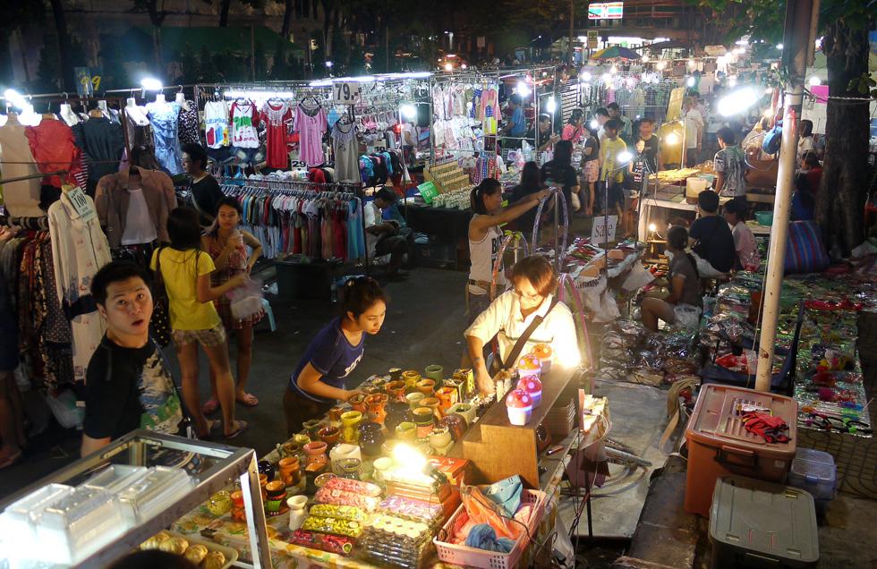 Базар на улице Бангкоке