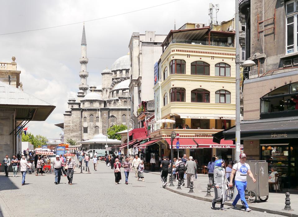 Огромная мечеть Эминёню