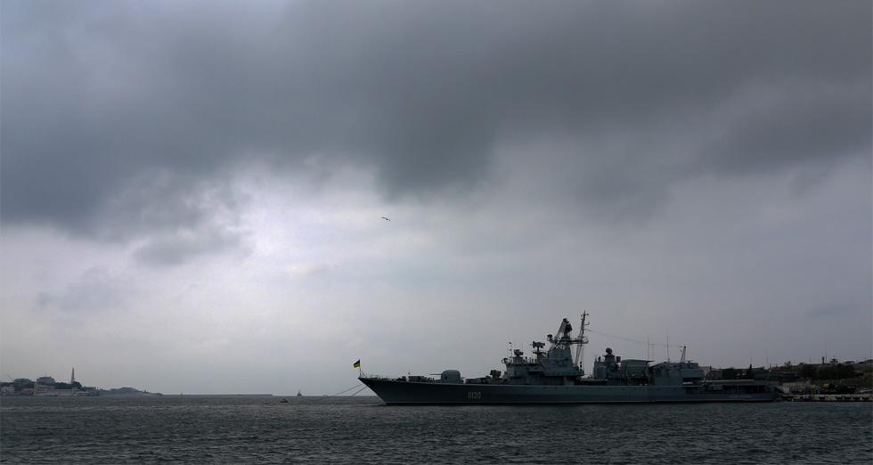 Украинский корабль в порту Севастополя