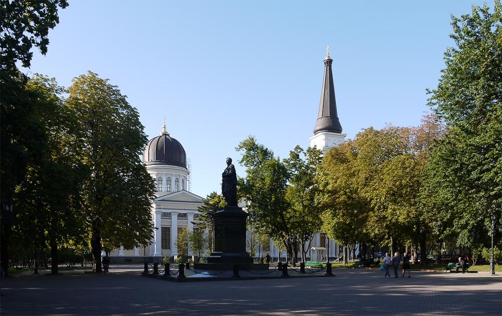 Памятник графу Воронцову на Соборной площади и Спасо-Преображенский собор.