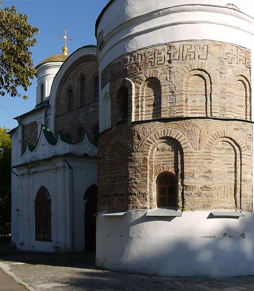 Старая кладка стен Спасского собора в Чернигове