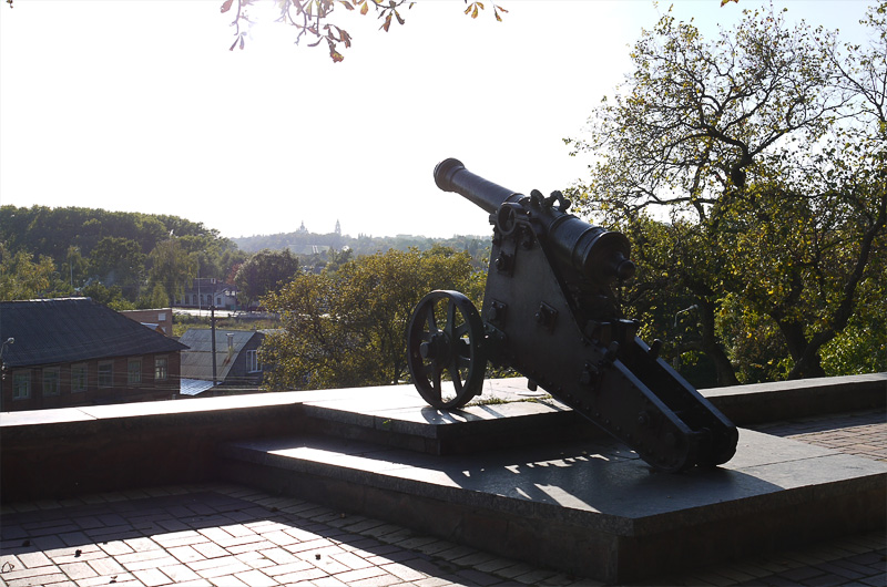 Пушки вокруг парка в Чернигове
