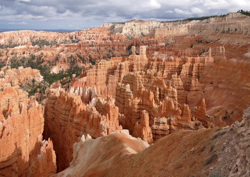 Амфитеатр каньона можно обойти по кругу на 180º