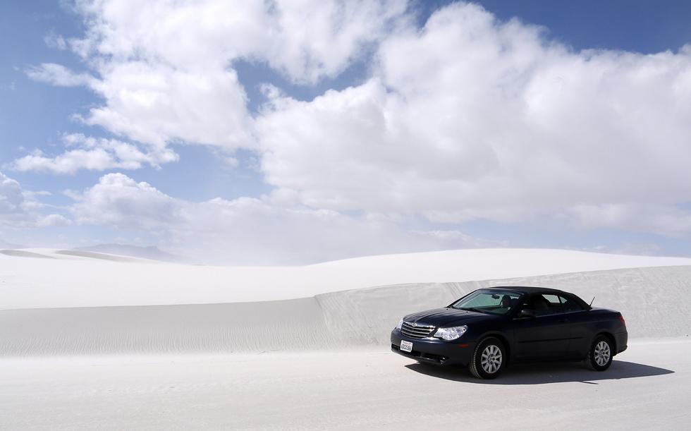 Машина в национальном парке Уайт-Сэндз
