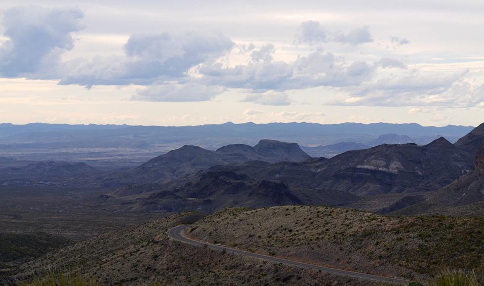 Вид на дорогу в Национальном парке Биг Бенд (Big Bend NP)