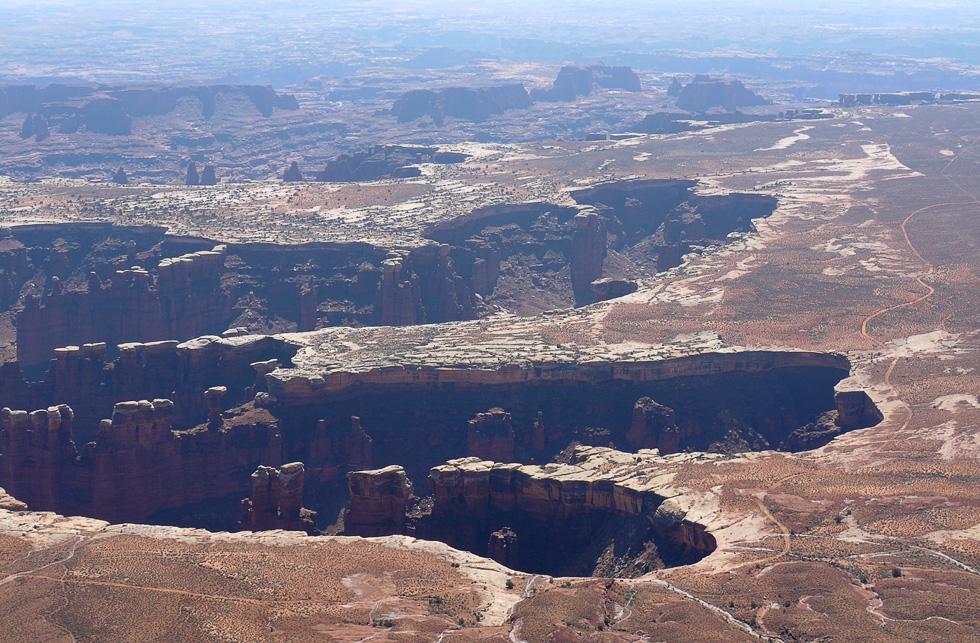 Дорога для джипов вокруг каньона в Каньонлендс