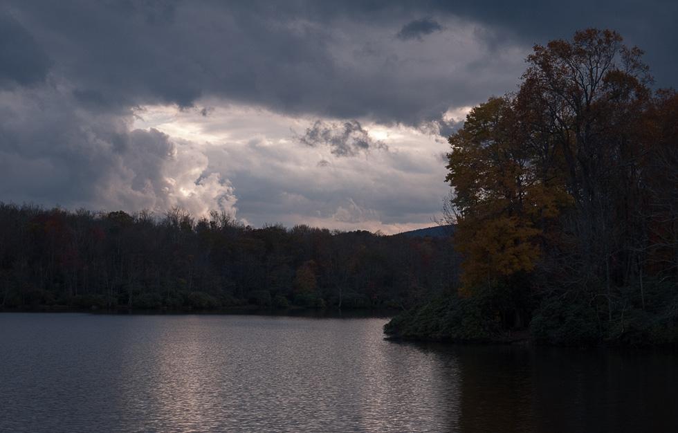 Вата над озером