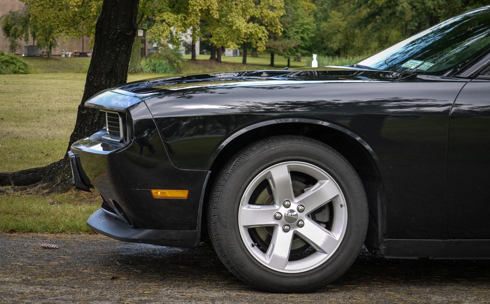 Клюв Dodge Challenger сбоку