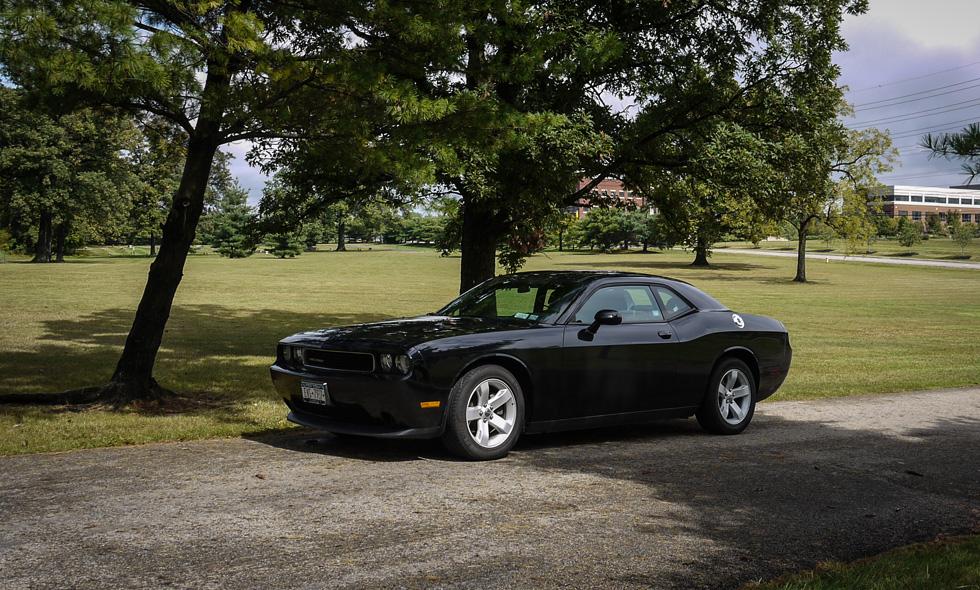 Dodge Challenger в парке
