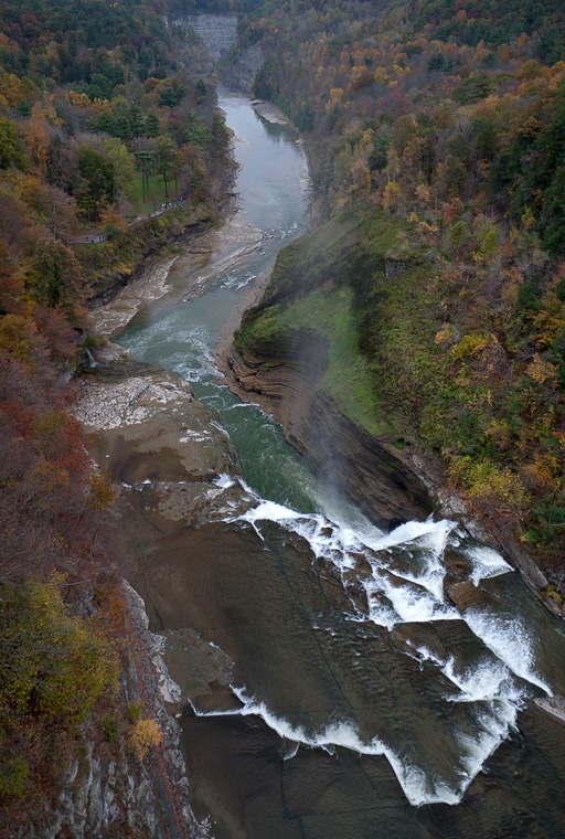 Водопад с высоты заброшенного моста