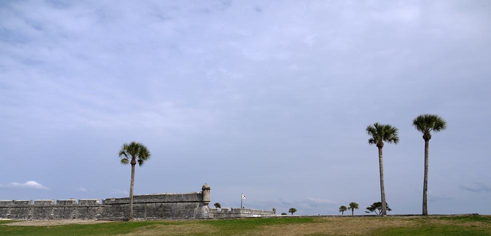 Крепость на фоне неба
