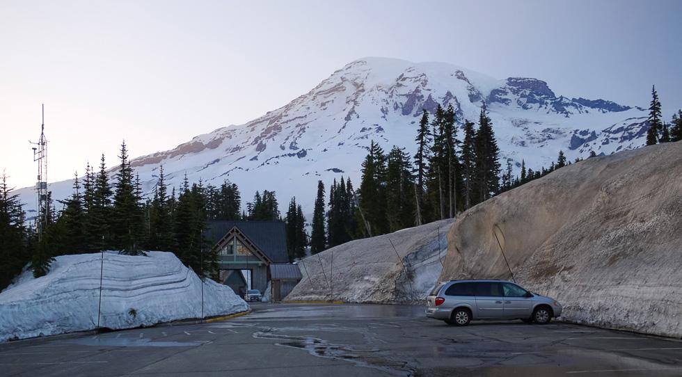 Снег на парковке