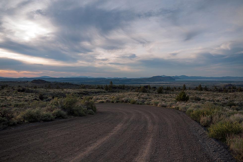 Ровная дорога в Lava beds
