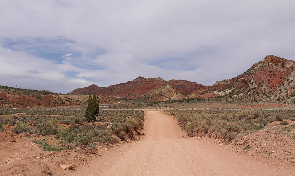 Дорога из рыжего песка