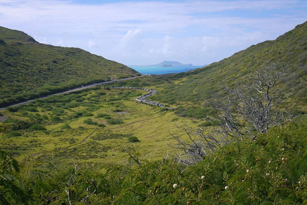 Вид на море в ущелье острова Оаху