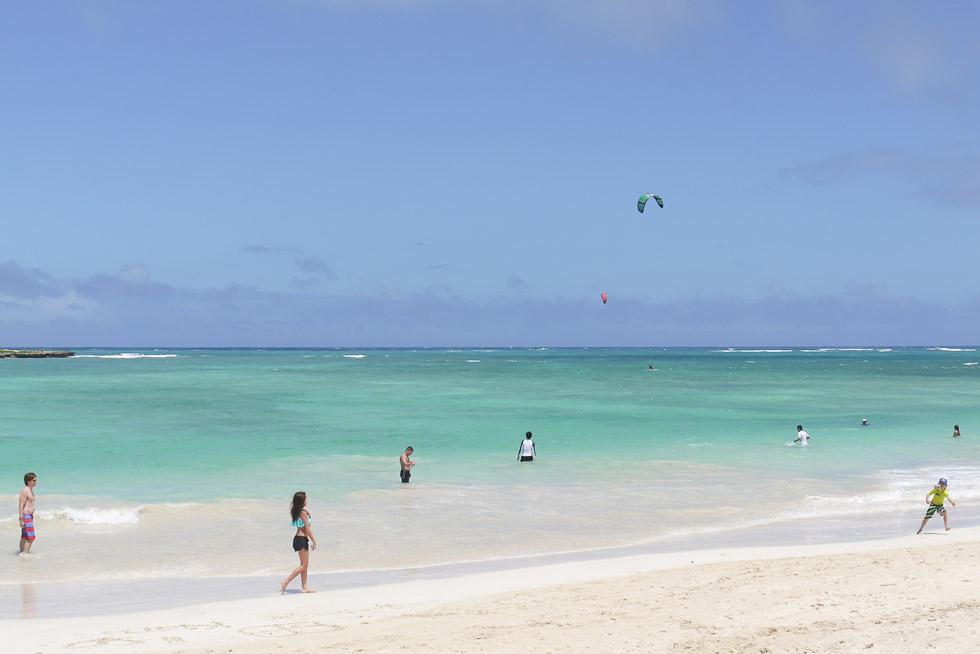 Еще один пляж с белым песком