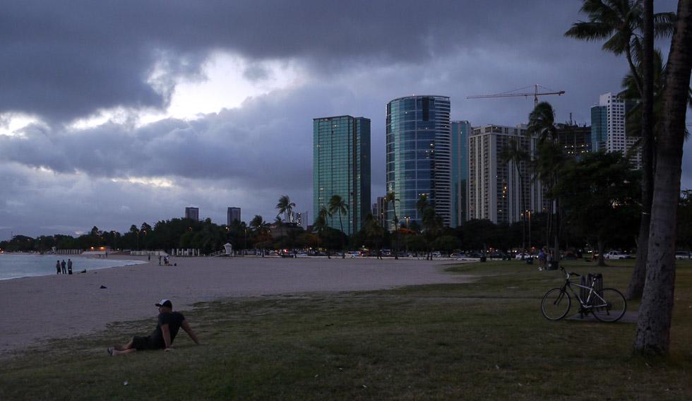 Небоскрёбы на закате в Гонолулу