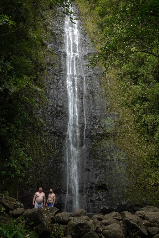 Водопад в глубине джунглей на Оаху