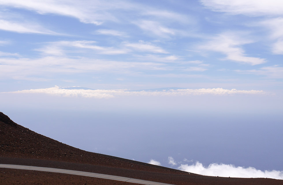 Вид на вершины Биг-Айланд с вершины острова Мауи