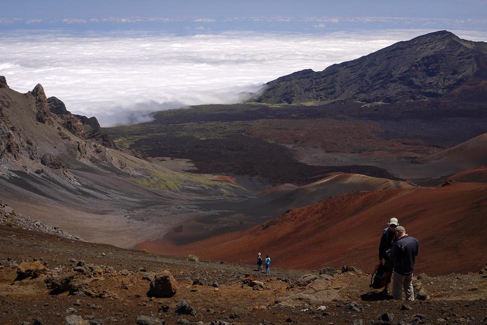 Перед спуском в кратер